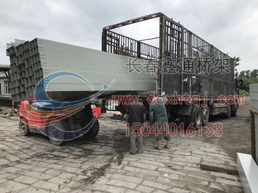 2018年7月13日4米段桥架装车实